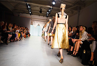 Fashion-Shows-Model-Gray-Yellow-Back